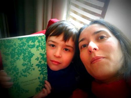 Tony y yo disfrutando de un poco de lectura y de sacarnos fotos, por supuesto.