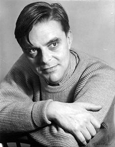 El escritor John Wain
